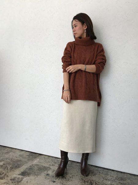 タートルゆるニット×タイトスカートでメリハリの効いた大人きれいめスタイル♪