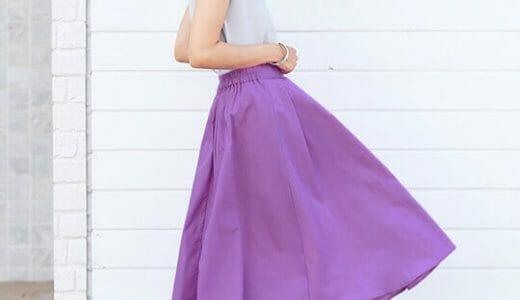パープルのフレアスカートをアイキャッチに!ふんわり女性らしい大人フェミニンコーデ