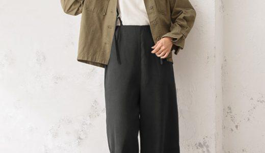 モノトーンコーデにミリタリージャケットをプラス♪大人のフェミカジスタイル