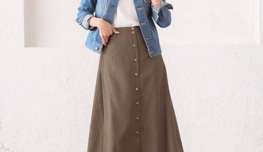 """カジュアルスタイルの大定番""""デニムジャケット""""はアースカラースカートと合わせて大人っぽく着こなす"""