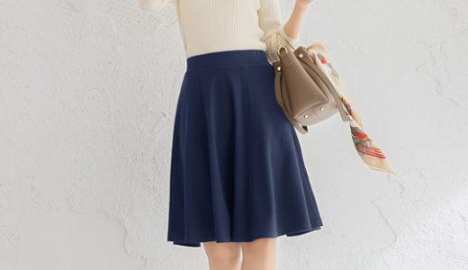 """周りを差をつける白ニット×ネイビースカートの定番コーデは""""シルエット""""が決め手!"""