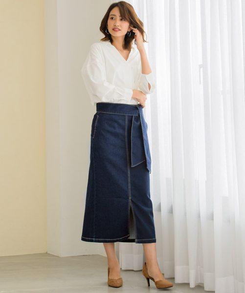 白シャツ×デニムスカートでバランスの取れた大人カジュアルスタイル★