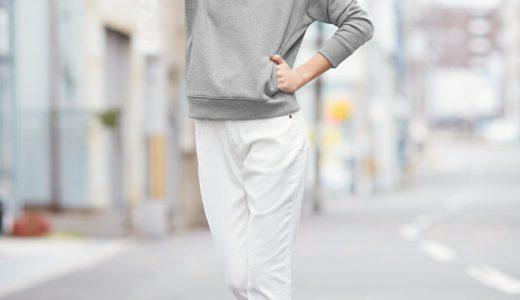 カチッとし過ぎない、ホワイトストレートパンツを今っぽく着こなすコーディネート!