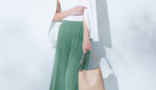 アンサンブルニットで大人上品スタイル。爽やかなグリーンパンツがトレンドライクな雰囲気に。