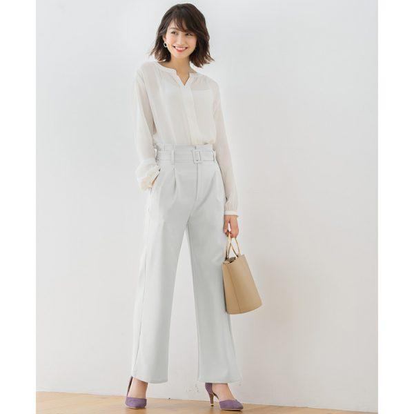 パンツ×白シャツ