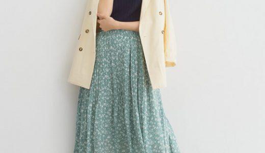 ハンサムなジャケットスタイルも、小花柄で上品フェミニンに仕上げる♪大人の柄スカートコーデ