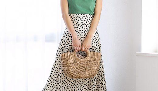 グリーントップスとカゴバッグで爽やかな印象に、夏のきれいめカジュアルスタイル