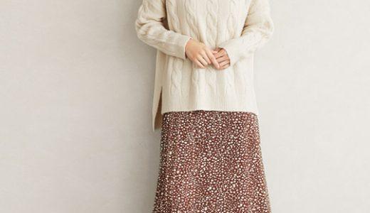 ブラウンの柄スカートが季節感漂うスタイル。ルーズコーデが女性らしさ漂う雰囲気に♡