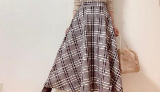 ミディ丈フレアスカートはタイトなトップスを合わせてAラインを意識♪