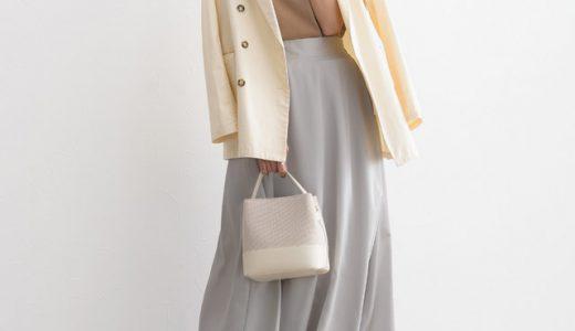 ベージュ×ライトグレーが新鮮な印象に♡大人きれいめサテンスカートコーデ