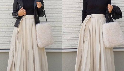 プリーツスカートが女性らしい◎大人のモノトーンコーデ
