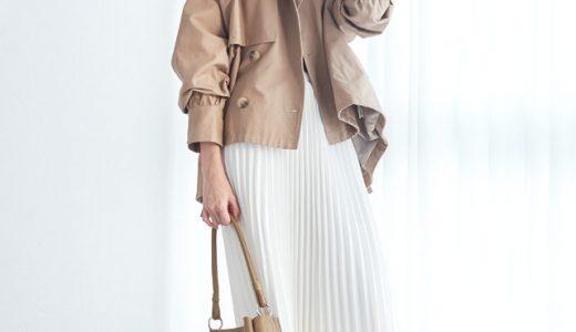 カラーで大人っぽく着こなすショート丈アウター×プリーツスカートの甘辛MIXスタイル