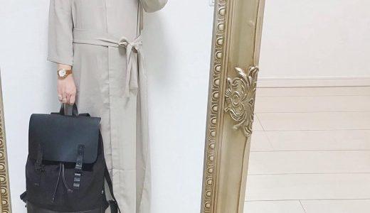 ワントーンのスタイリングは大き目バッグでアクセントをプラス!
