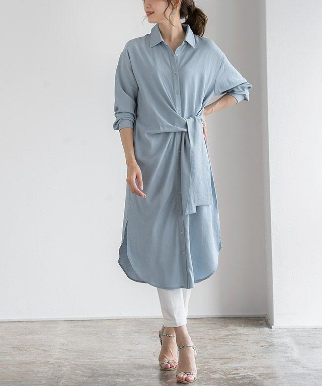 着るだけでおしゃれ見え♡普段のパンツスタイルにブルーのロングシャツで色使いを楽しんで♪
