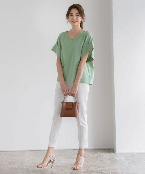 ミントブラウス×白パンツでフレッシュな春夏スタイルの完成♡