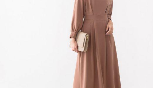 秋のワンピースコーデはくすみピンク×ミドル丈ブーツでレディシックな装いに