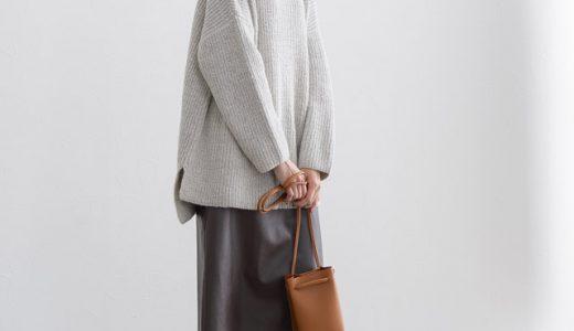 フェイクレザーのスカートを主役に、ゆるっとニットでキメ過ぎない大人上品スタイル