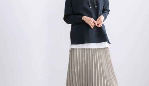 大人カラーで落ち着いた印象に仕上げるプリーツスカートコーデ