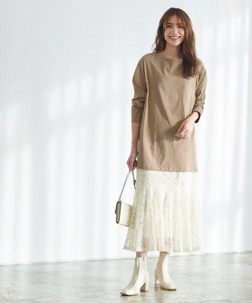 糖度高めのレーススカートは、シンプルなカットソーでカジュアルダウン。バランスの良い着こなしに♡