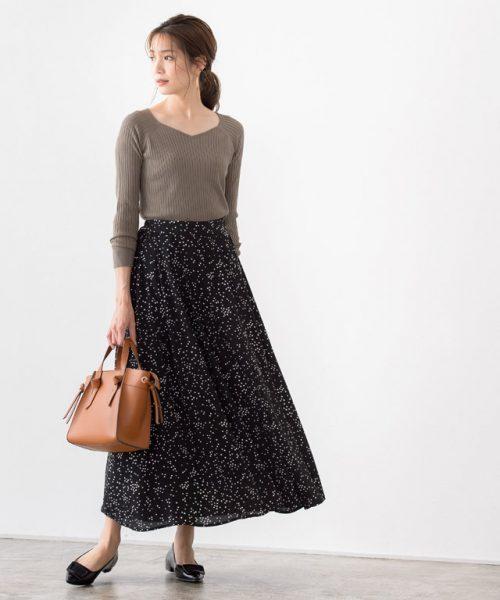 デザインニット×落ち感スカートでつくる。女性らしい大人こなれStyle