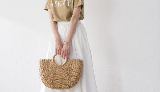 大人っぽい品ありベージュのロゴT×白スカートで清潔感&フェミニン度をUPできるコーデ♡